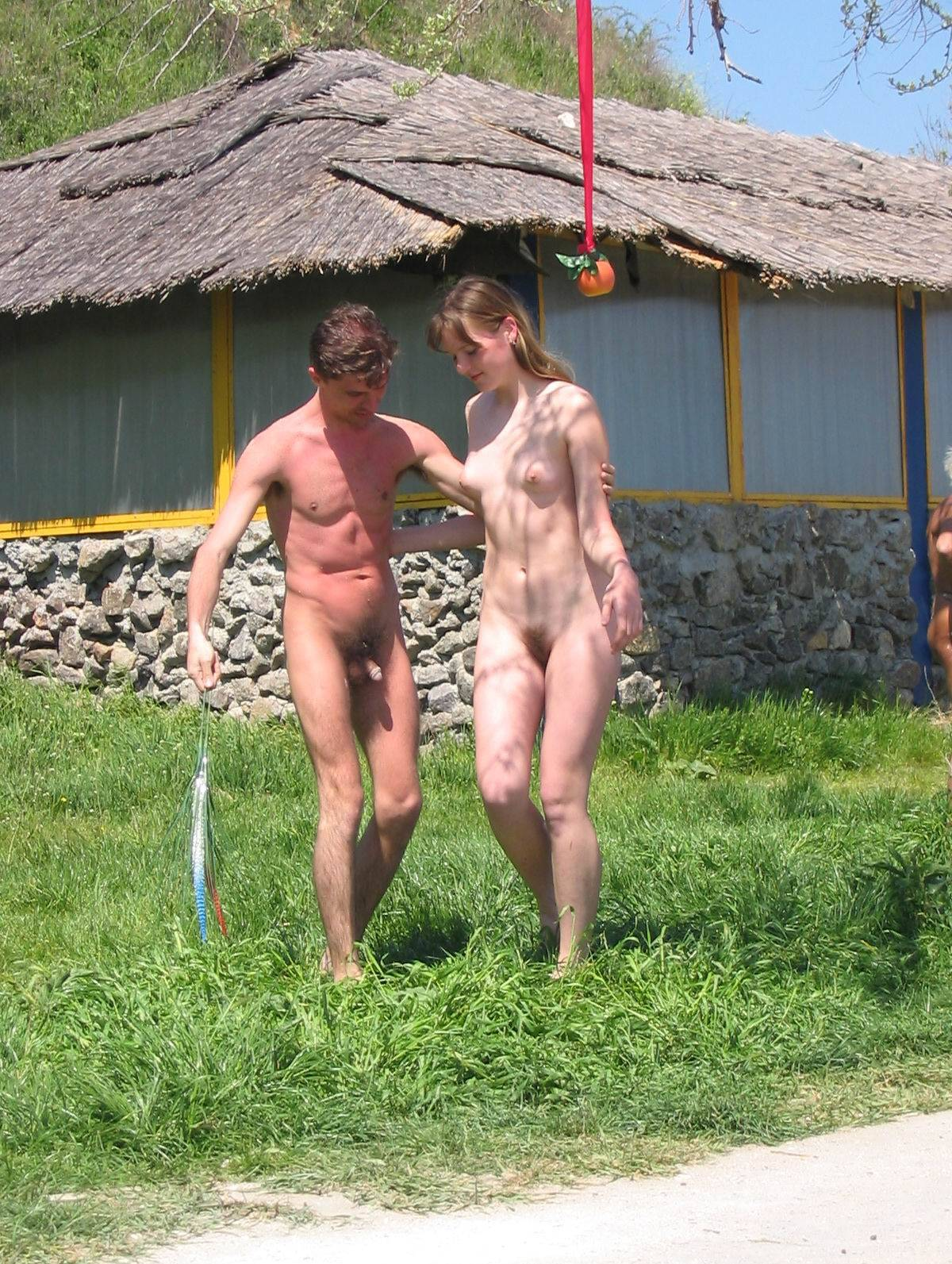 Nudist Gallery Family String-Apple Game - 1