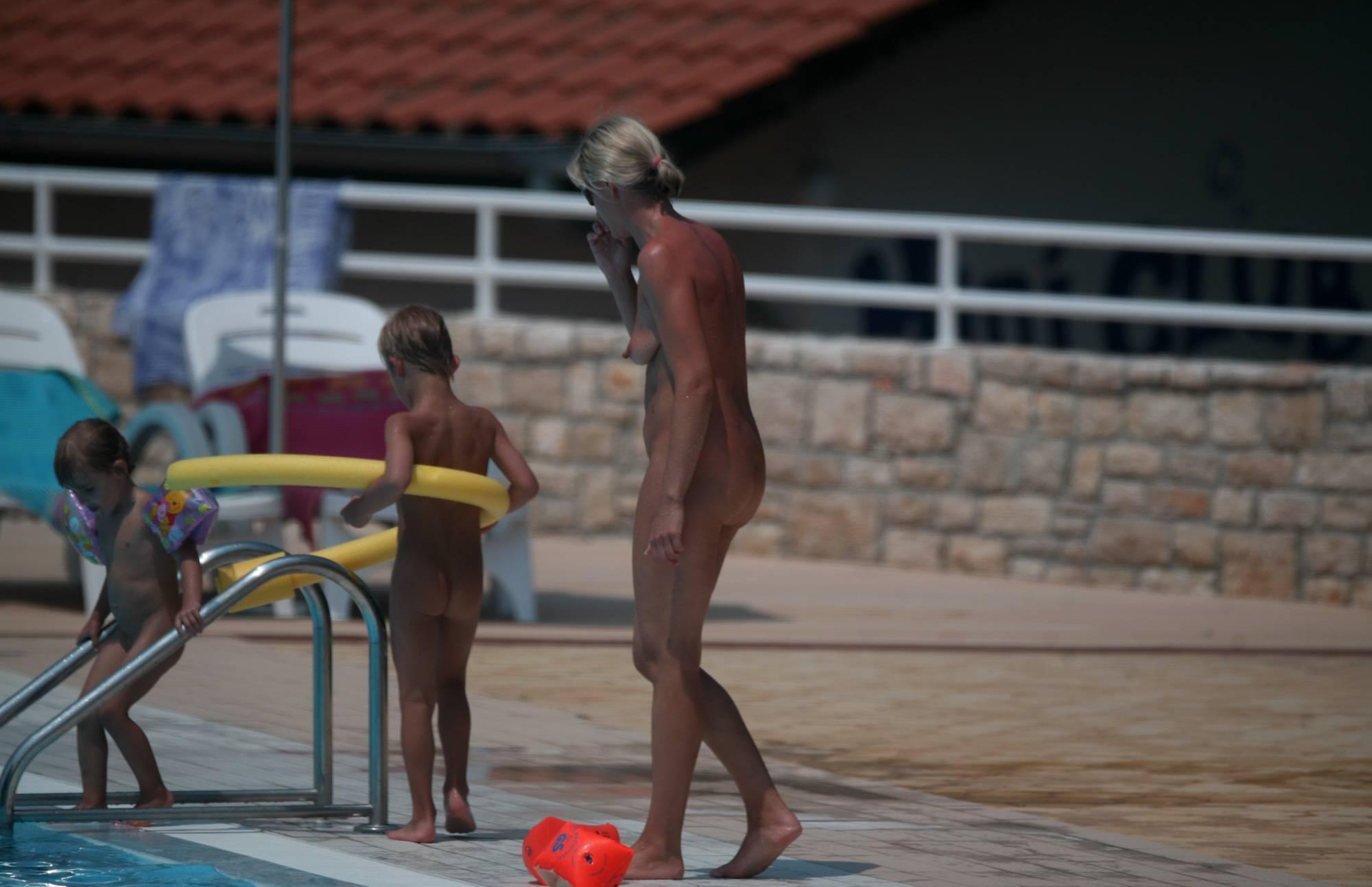Nudist Gallery Naturist Poolside Families - 1
