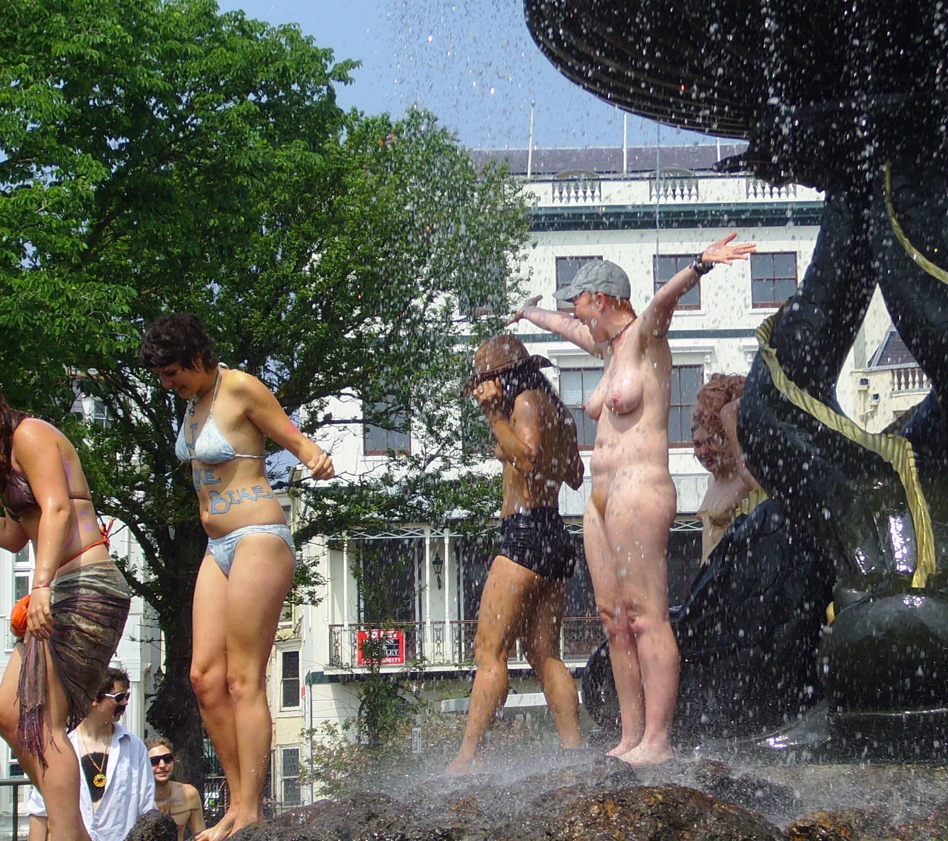 Nudist Pics World Naked Bike Ride [WNBR] UK 2011 - 2