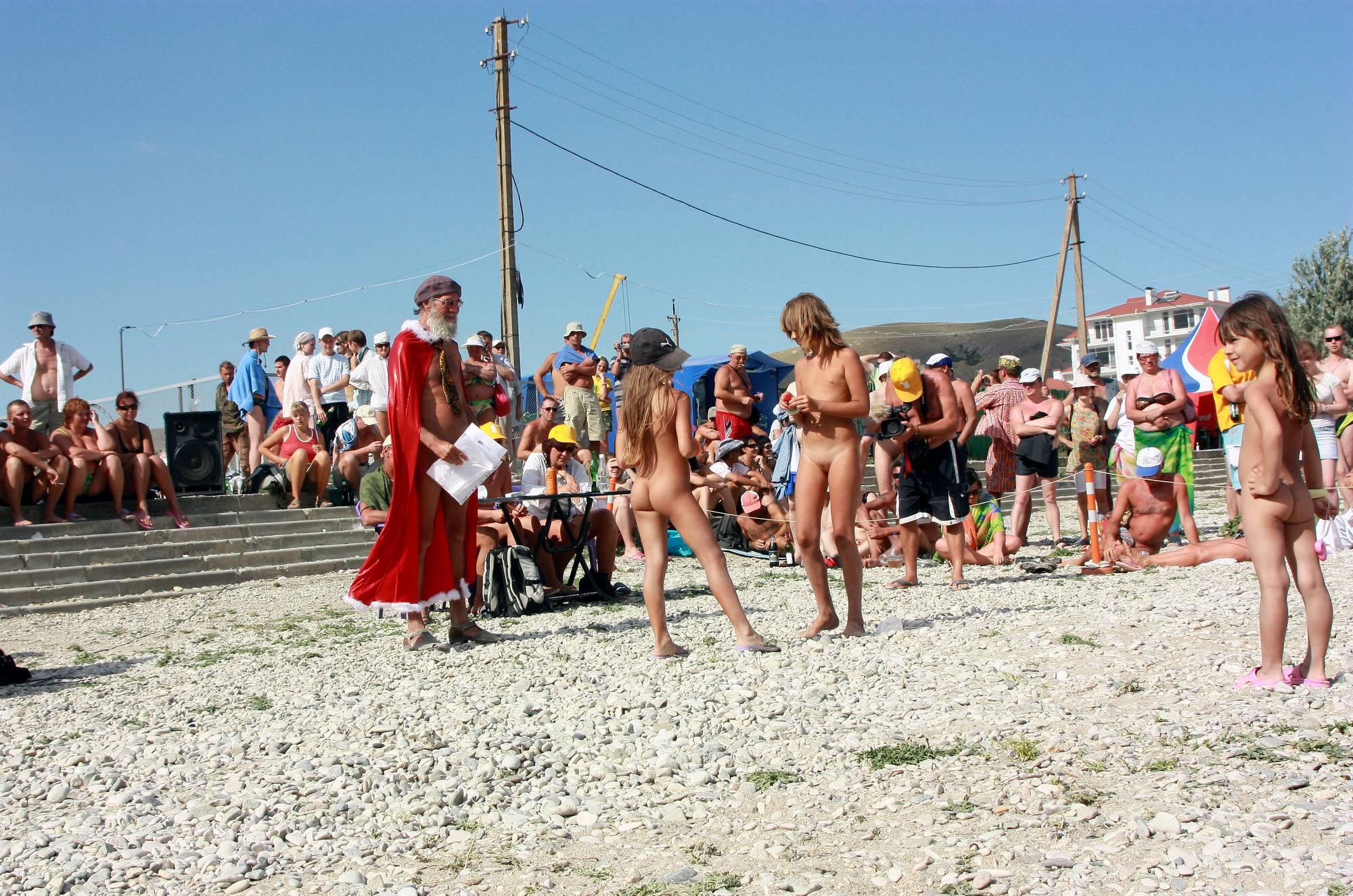 Nudist Pics Nudist Mini Group Huddle - 2