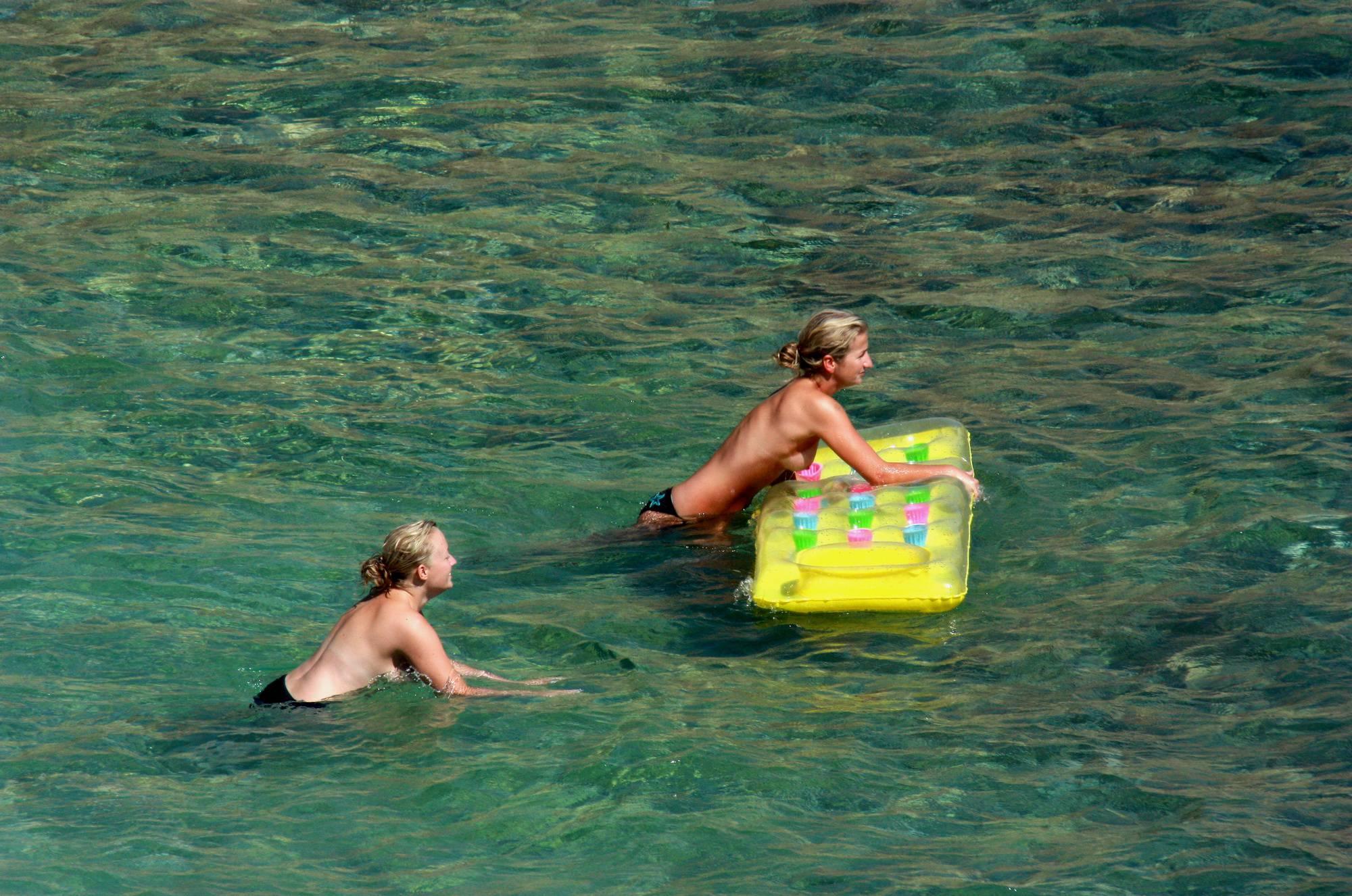 Nudist Pictures Nudist Yellow Beach Girls - 1
